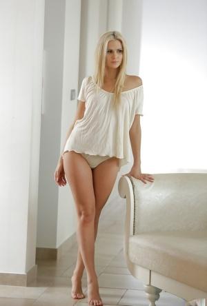 Free Blonde Pussy Porn